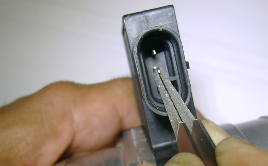 EQP-026 terminal cleaning kit in use 2